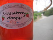 Waste Not, Want Not: Strawberry Vinegar found on PunkDomestics.com